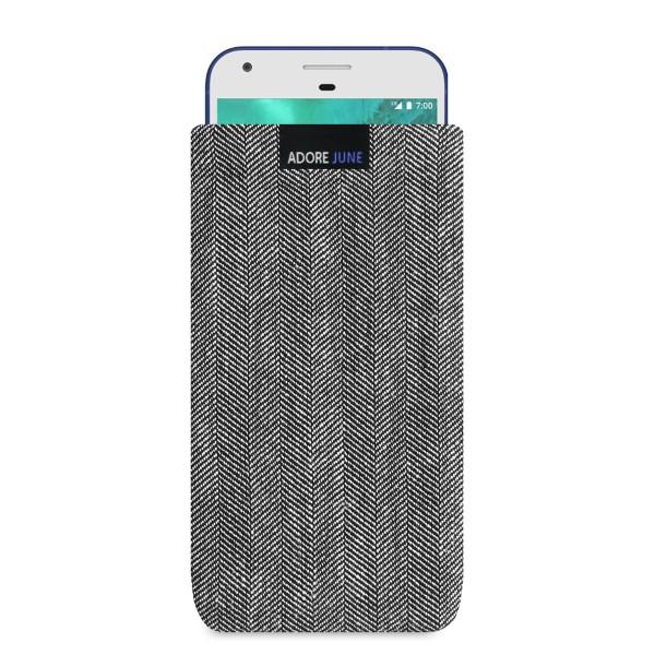 Das Bild zeigt die Vorderseite von Business Tasche für Google Pixel XL in Farbe Grau / Schwarz; Zur Veranschaulichung wird ebenfalls dargestellt, wie das kompatible Gerät in dieser Tasche aussieht