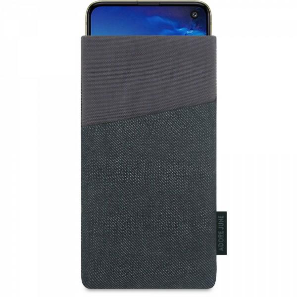 Das Bild zeigt die Vorderseite von Clive Tasche für Samsung Galaxy S10e in Farbe Schwarz / Grau; Zur Veranschaulichung wird ebenfalls dargestellt, wie das kompatible Gerät in dieser Tasche aussieht