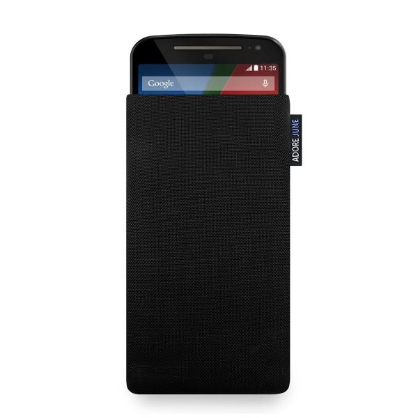 Das Bild zeigt die Vorderseite von Classic Tasche für Motorola Moto G 2014 / 2. Generation in Farbe Schwarz; Zur Veranschaulichung wird ebenfalls dargestellt, wie das kompatible Gerät in dieser Tasche aussieht