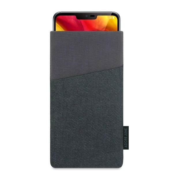 Das Bild zeigt die Vorderseite von Clive Tasche für LG G7 ThinQ und LG G7 One in Farbe Schwarz / Grau; Zur Veranschaulichung wird ebenfalls dargestellt, wie das kompatible Gerät in dieser Tasche aussieht