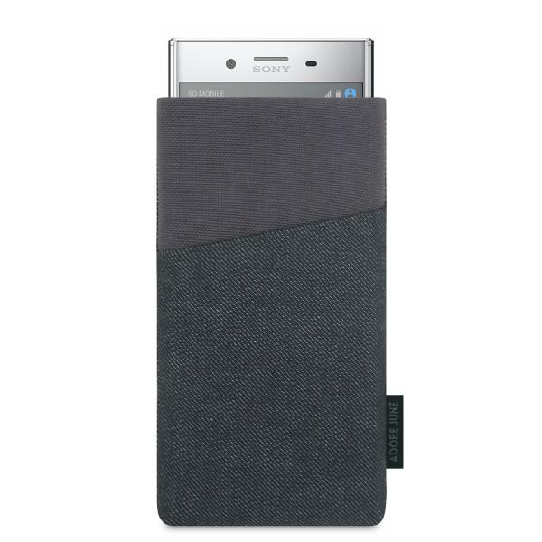 Das Bild zeigt die Vorderseite von Clive Tasche für Sony Xperia XZ Premium in Farbe Schwarz / Grau; Zur Veranschaulichung wird ebenfalls dargestellt, wie das kompatible Gerät in dieser Tasche aussieht
