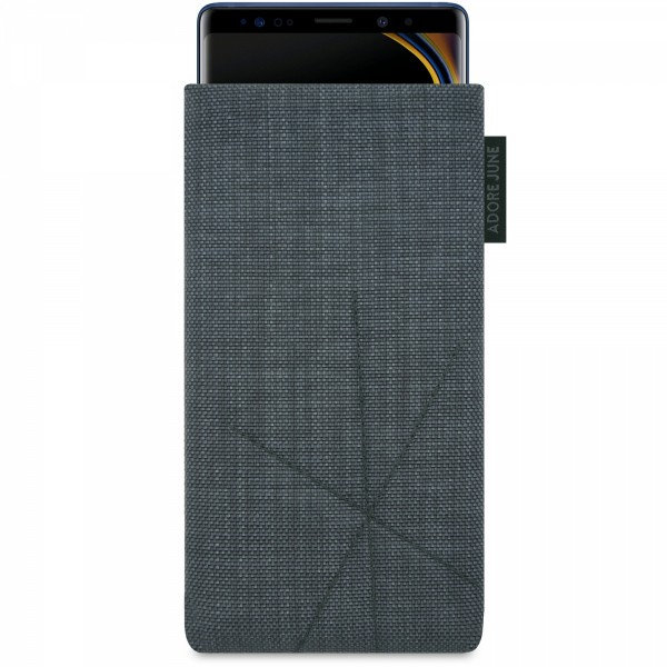 The picture shows the front of Axis Sleeve for Samsung Galaxy Note 9 with Retract Function in color Dark Grey; As an illustration, it also shows what the compatible device looks like in this bag