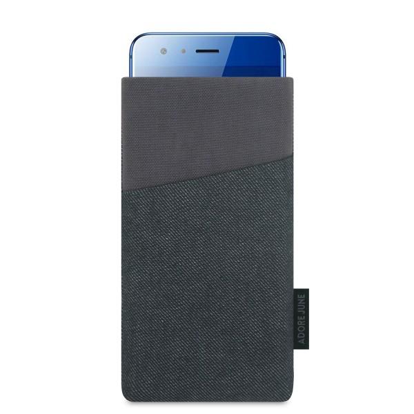 Das Bild zeigt die Vorderseite von Clive Tasche für Honor 9 in Farbe Schwarz / Grau; Zur Veranschaulichung wird ebenfalls dargestellt, wie das kompatible Gerät in dieser Tasche aussieht