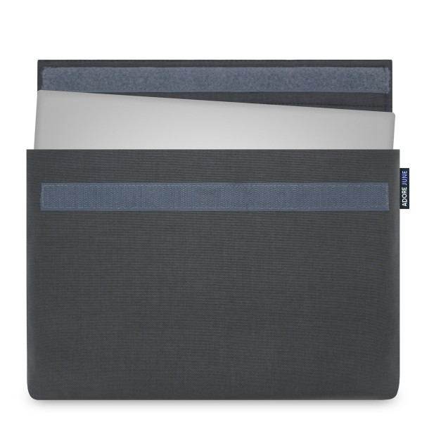 Das Bild zeigt die Vorderseite von Classic Hülle für Dell XPS 15 in Farbe Dunkelgrau; Zur Veranschaulichung wird ebenfalls dargestellt, wie das kompatible Gerät in dieser Tasche aussieht