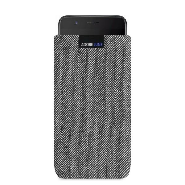 Das Bild zeigt die Vorderseite von Business Tasche für OnePlus 5 in Farbe Grau / Schwarz; Zur Veranschaulichung wird ebenfalls dargestellt, wie das kompatible Gerät in dieser Tasche aussieht