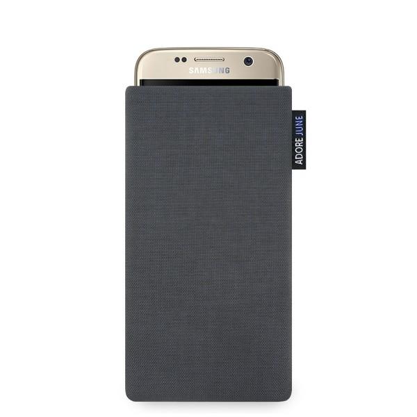 Das Bild zeigt die Vorderseite von Classic Tasche für Samsung Galaxy S7 in Farbe Dunkelgrau; Zur Veranschaulichung wird ebenfalls dargestellt, wie das kompatible Gerät in dieser Tasche aussieht