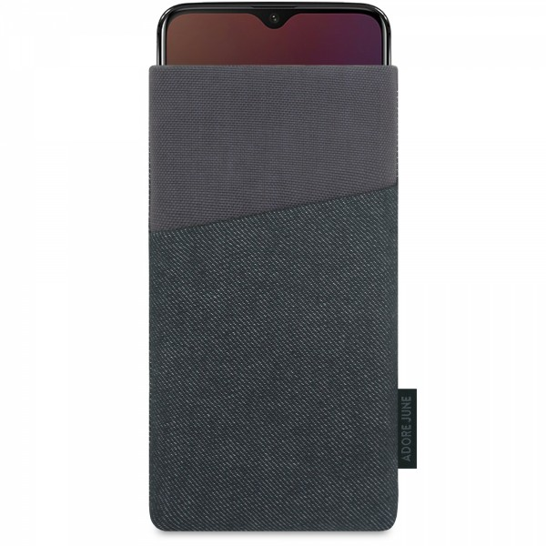 The picture shows the front of Clive Sleeve for OnePlus 6T And OnePlus 7 in color Black / Grey; As an illustration, it also shows what the compatible device looks like in this bag