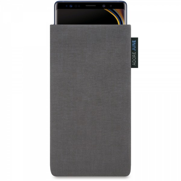 The picture shows the front of Classic Sleeve for Samsung Galaxy Note 9 in color Dark Grey; As an illustration, it also shows what the compatible device looks like in this bag