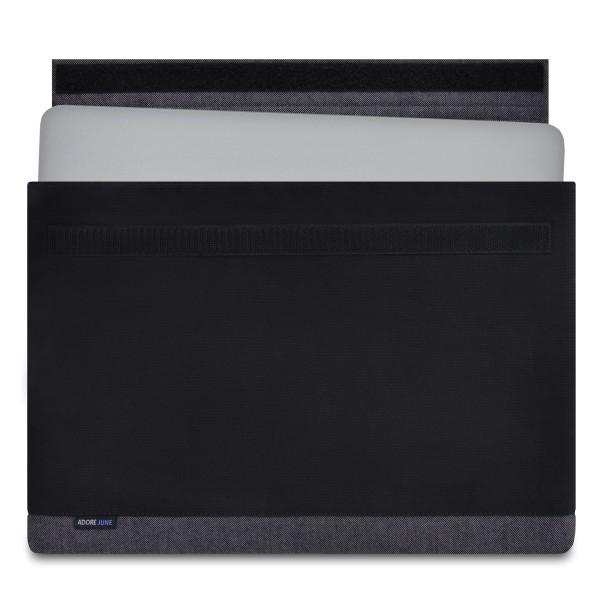 Das Bild zeigt die Vorderseite von Bold Hülle für Apple MacBook Pro 15 in Farbe Grau / Schwarz; Zur Veranschaulichung wird ebenfalls dargestellt, wie das kompatible Gerät in dieser Tasche aussieht