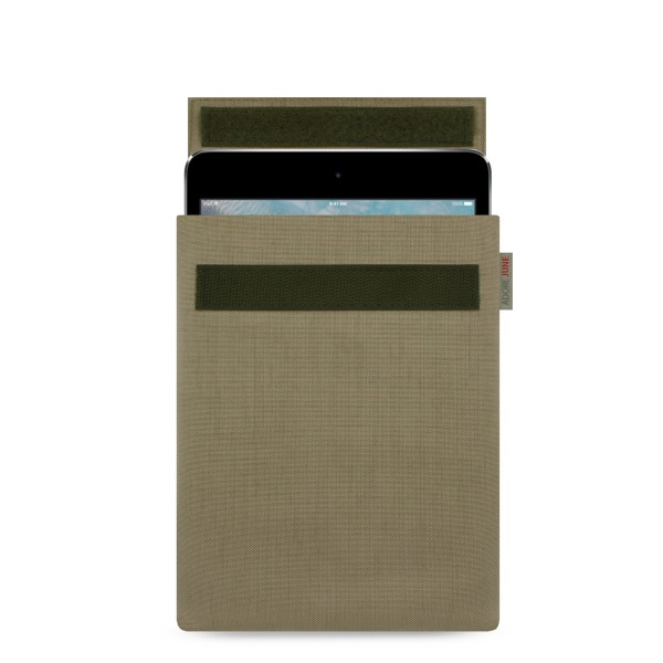 The picture shows the front of Classic Sleeve for Apple iPad mini 4 and mini 5 in color Gold; As an illustration, it also shows what the compatible device looks like in this bag