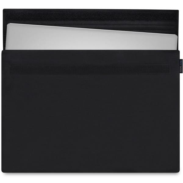 Das Bild zeigt die Vorderseite von Classic Hülle für Dell XPS 15 in Farbe Schwarz; Zur Veranschaulichung wird ebenfalls dargestellt, wie das kompatible Gerät in dieser Tasche aussieht