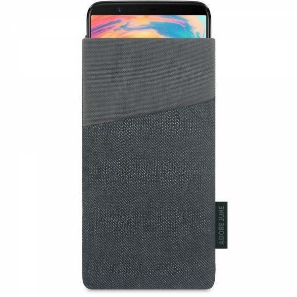 The picture shows the front of Clive Sleeve for OnePlus 5T and OnePlus 6 in color Black / Grey; As an illustration, it also shows what the compatible device looks like in this bag
