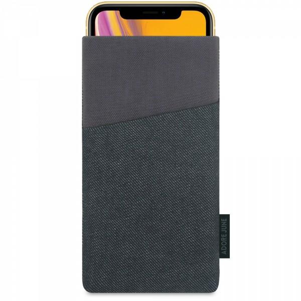 Das Bild zeigt die Vorderseite von Clive Tasche für Apple iPhone XR in Farbe Schwarz / Grau; Zur Veranschaulichung wird ebenfalls dargestellt, wie das kompatible Gerät in dieser Tasche aussieht