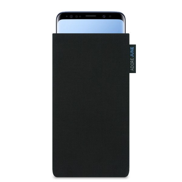 The picture shows the front of Classic Sleeve for Samsung Galaxy S9 in color Black; As an illustration, it also shows what the compatible device looks like in this bag