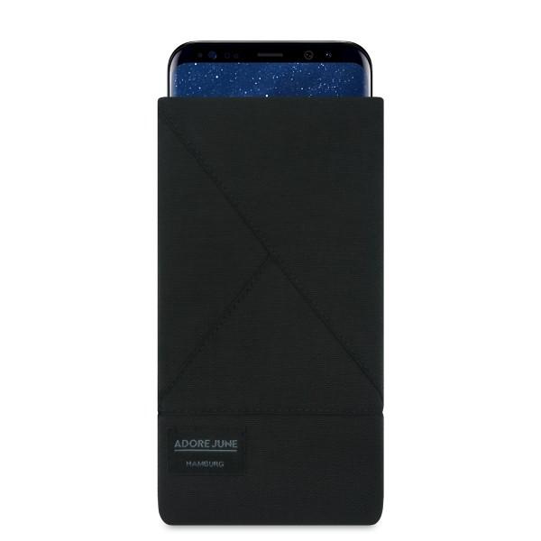 Das Bild zeigt die Vorderseite von Triangle Tasche für Samsung Galaxy S8 Plus in Farbe Schwarz; Zur Veranschaulichung wird ebenfalls dargestellt, wie das kompatible Gerät in dieser Tasche aussieht