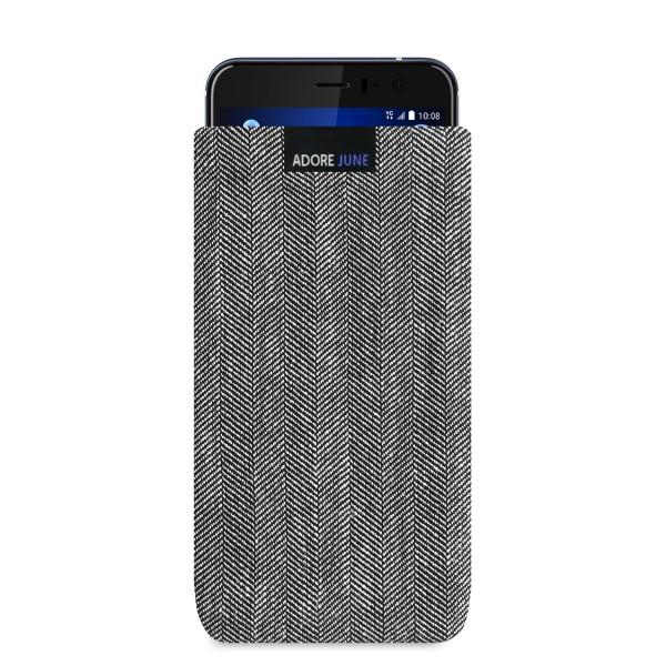 Das Bild zeigt die Vorderseite von Business Tasche für HTC U11 in Farbe Grau / Schwarz; Zur Veranschaulichung wird ebenfalls dargestellt, wie das kompatible Gerät in dieser Tasche aussieht