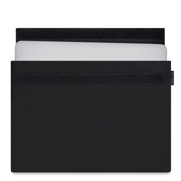 The picture shows the front of Classic Sleeve for Apple MacBook Pro 13 and MacBook Air 13 in color Black; As an illustration, it also shows what the compatible device looks like in this bag