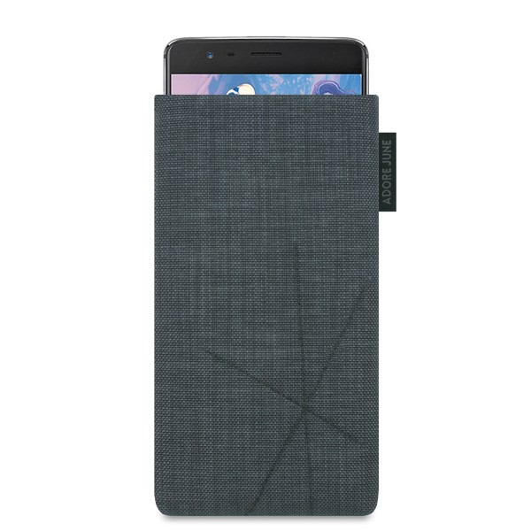 The picture shows the front of Axis Sleeve for OnePlus 3 and 3T with Retract Function in color Dark Grey; As an illustration, it also shows what the compatible device looks like in this bag