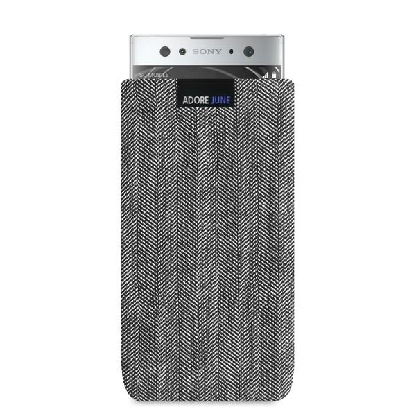 Das Bild zeigt die Vorderseite von Business Tasche für Sony Xperia XA2 Ultra in Farbe Grau / Schwarz; Zur Veranschaulichung wird ebenfalls dargestellt, wie das kompatible Gerät in dieser Tasche aussieht