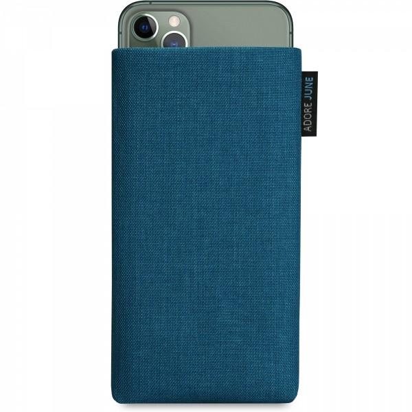 Das Bild zeigt die Vorderseite von Classic Tasche für Apple iPhone 11 Pro Max in Farbe Ozean-Blau; Zur Veranschaulichung wird ebenfalls dargestellt, wie das kompatible Gerät in dieser Tasche aussieht