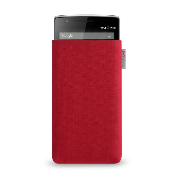 The picture shows the front of Classic Sleeve for OnePlus 1 and OnePlus 2 in color Red; As an illustration, it also shows what the compatible device looks like in this bag