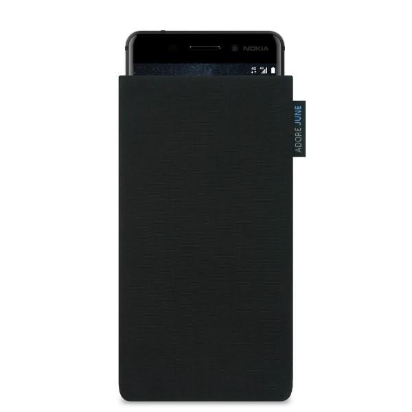 Das Bild zeigt die Vorderseite von Classic Tasche für Nokia 6 in Farbe Schwarz; Zur Veranschaulichung wird ebenfalls dargestellt, wie das kompatible Gerät in dieser Tasche aussieht
