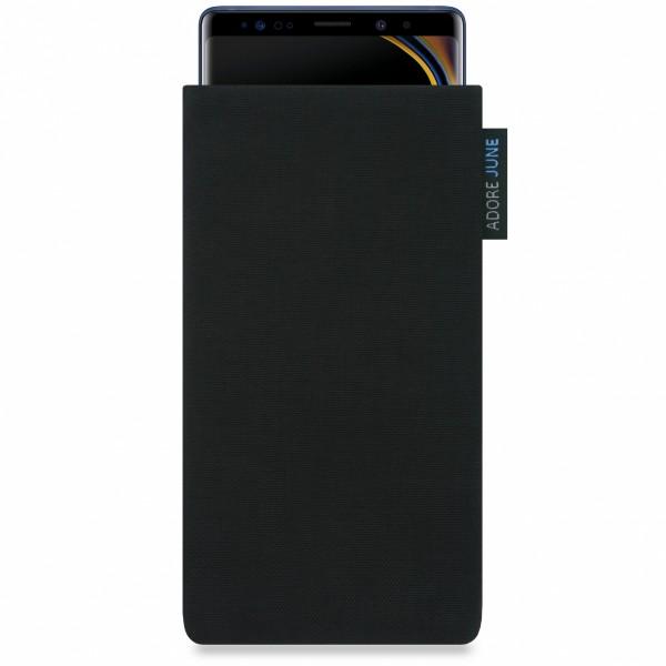 Das Bild zeigt die Vorderseite von Classic Tasche für Samsung Galaxy Note 9 in Farbe Schwarz; Zur Veranschaulichung wird ebenfalls dargestellt, wie das kompatible Gerät in dieser Tasche aussieht