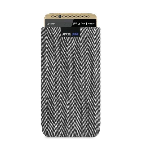 Das Bild zeigt die Vorderseite von Business Tasche für ZTE Axon 7 in Farbe Grau / Schwarz; Zur Veranschaulichung wird ebenfalls dargestellt, wie das kompatible Gerät in dieser Tasche aussieht