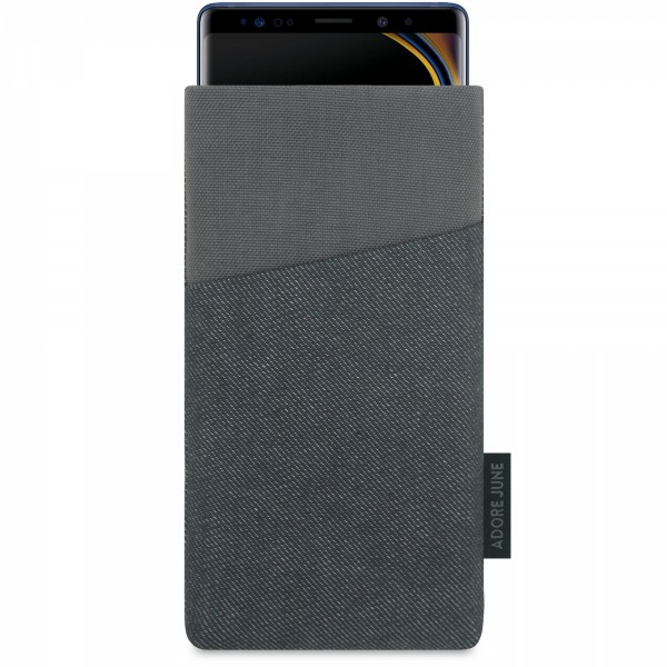 The picture shows the front of Clive Sleeve for Samsung Galaxy Note 9 in color Black / Grey; As an illustration, it also shows what the compatible device looks like in this bag