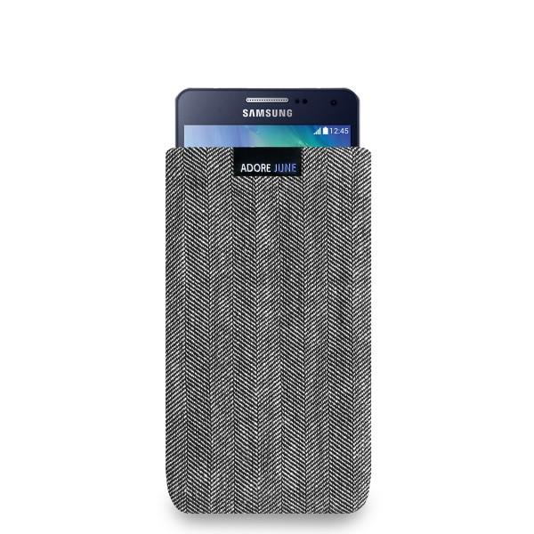 Das Bild zeigt die Vorderseite von Business Tasche für Samsung Galaxy A5 2014 in Farbe Grau / Schwarz; Zur Veranschaulichung wird ebenfalls dargestellt, wie das kompatible Gerät in dieser Tasche aussieht