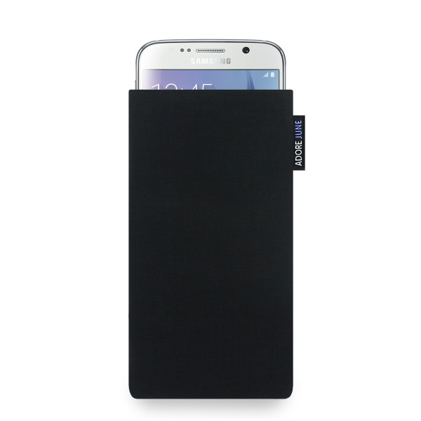 The picture shows the front of Classic Sleeve for Samsung Galaxy S6 in color Black; As an illustration, it also shows what the compatible device looks like in this bag